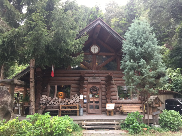 ログハウスカフェ おじいさんの古時計