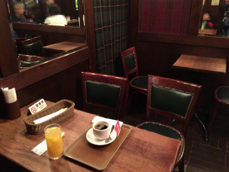 ヴァンガードのテーブル 禁煙席