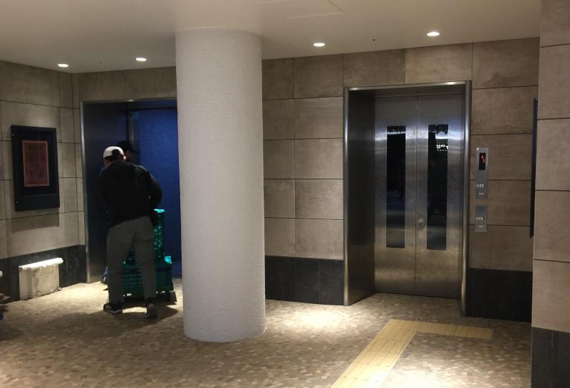 泉の広場のエレベーター